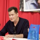 charlie-sheen-broke-autograph-signing-F